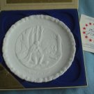 FENTON MILK GLASS Bicentennial Plate #3 of 4 IN GOD WE TRUST 1975 w/box