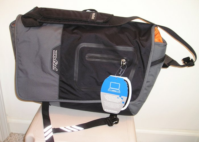 NEW $90 JANSPORT Laptop Notebook Messenger Bag NWT