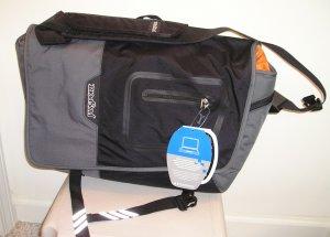 NEW $90 JANSPORT Laptop Notebook Messenger Bag NWT