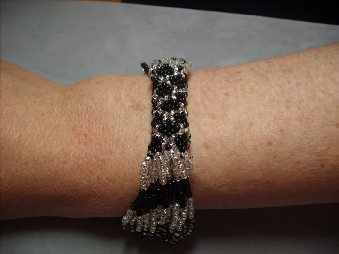 Black and Silver beaded bracelet BR-11