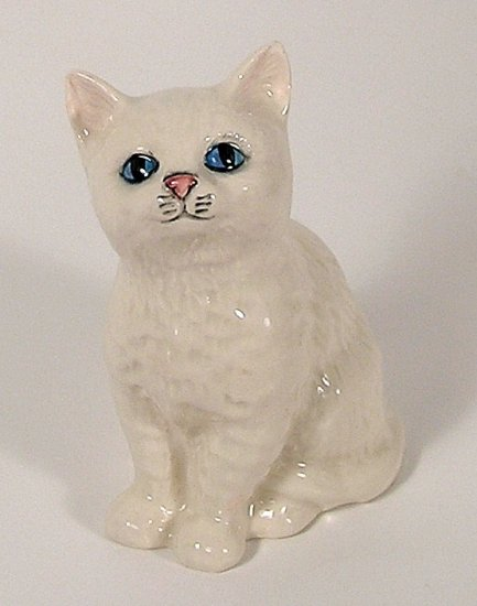 Vintage Royal Doulton WHITE CAT KITTEN Figurine