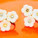 Cute vintage plastic flower screw back earrings lucite thermoset off white ivory