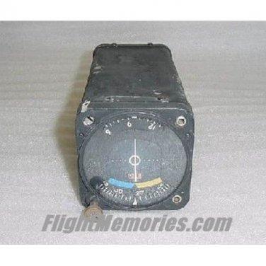 Vintage NARCO VOA-4 VOR / ILS Navigation Converter / Indicator