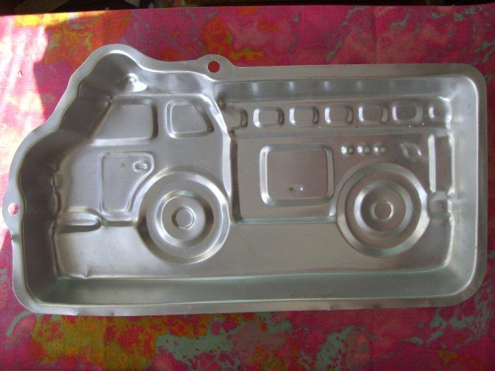 SOLD! WILTON CAKE PAN FIRE TRUCK ENGINE 2002 # 2105-2061