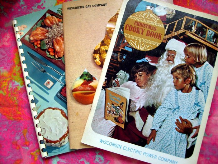 SOLD!  Lot Vintage Festive Foods Cookbook Wisconsin Gas & Electric Company Christmas Cookie Recipes