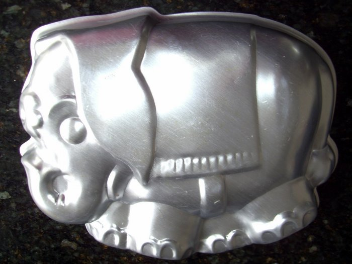 SOLD! WILTON CAKE PAN VINTAGE RARE CIRCUS ELEPHANT VINTAGE 1974