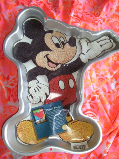 SOLD! Wilton Cake Pan Mickey Mouse Waving Vintage 1995 with Insert~~#2105-3601  FREE SHIPPING!