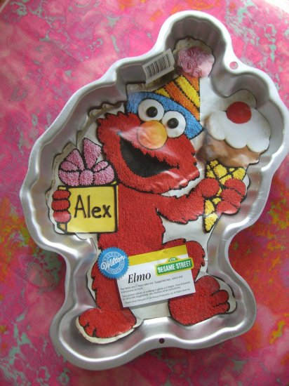 SOLD! WILTON CAKE PAN ELMO from SESAME STREET with INSERT #2105-4298