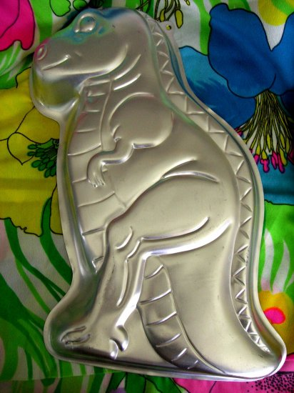 SOLD! WILTON CAKE PAN Partysaurus DINOSAUR 1987 #2105-1280 Party