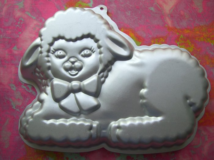 SOLD! WILTON LAMB CAKE PAN VERY CUTE BABY SHEEP # 2105-2515