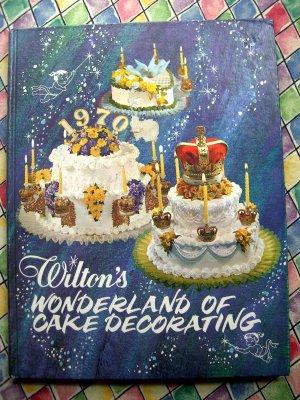 Vintage 1974 Wilton Wonderland of Cake Decorating Instruction Book