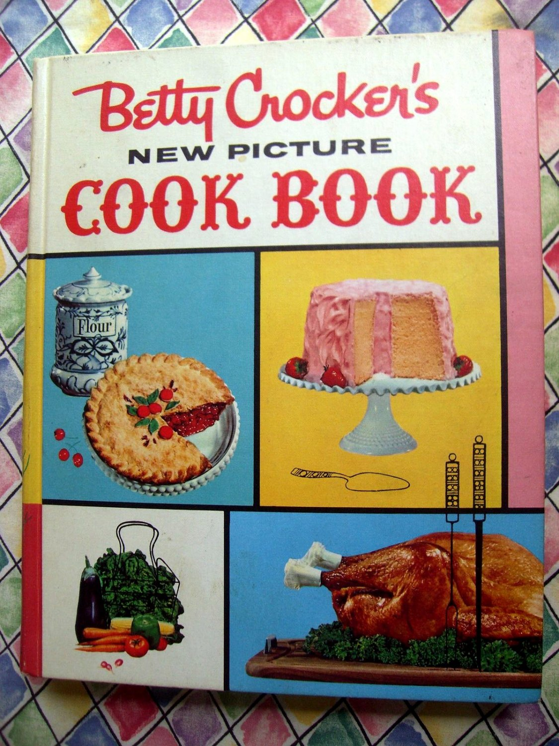 Vintage 1961 Betty Crocker's PICTURE COOKBOOK Hard Cover  1st Ed 6th Printing