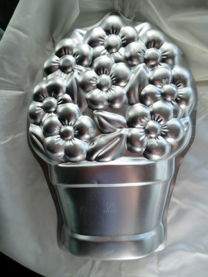 Wilton Cake Pan FLOWER POT Birthday Anniversary 2105-2030  Vintage 1998