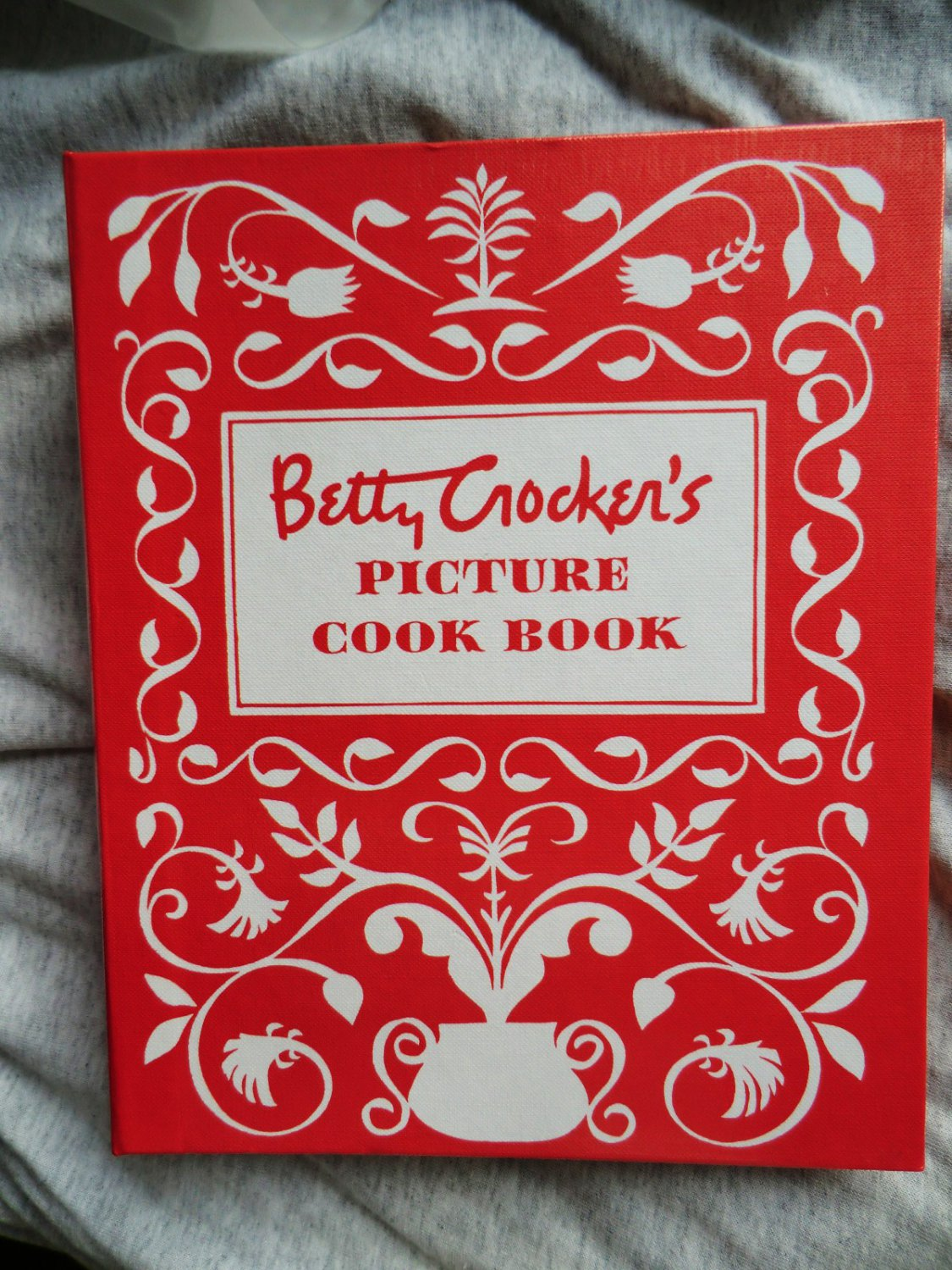 Betty Crocker's Picture Cookbook ~ 1998 Vintage Reproduction 5 Ring Binder