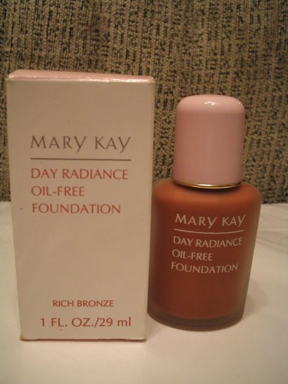 MARY KAY Day Radiance Oil Free Foundation Rich Bronze **JUST REDUCED**