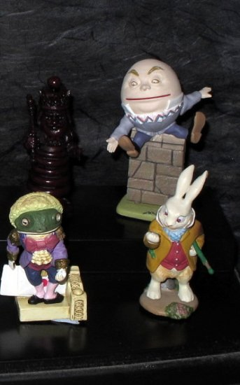 ALICE IN WONDERLAND LOOKING GLASS 14 JAPAN FIGURE SET