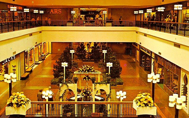 Midland Mall in Warwick Rhode Island RI Chrome Postcard - 0463