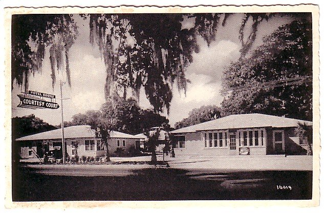 Courtesy Court Motel in St. Augustine, Florida FL Chrome Postcard - 0482