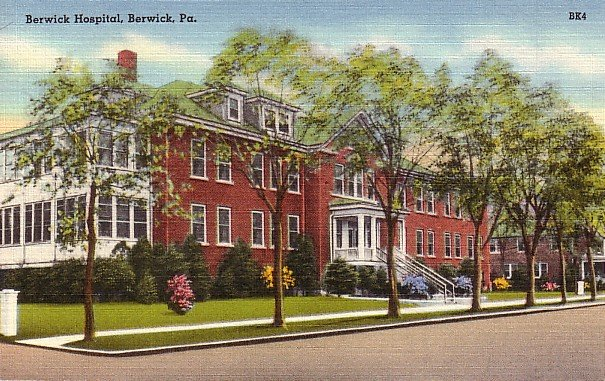 Berwick Hospital in Pennsylvania PA, Mid Century Linen Postcard - 2560