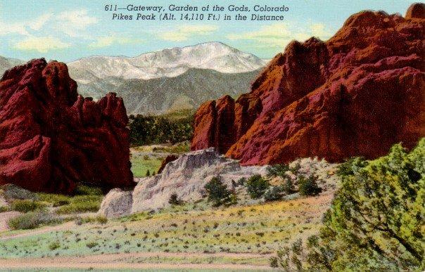 Pikes Peak Gateway to Garden of gods in Colorado CO, 1942 Linen Postcard - 3093