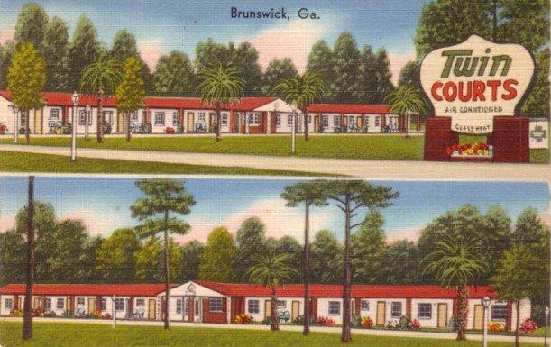 Twin Courts and Restaurant at Brunswick Georgia GA, Linen Postcard - 3160