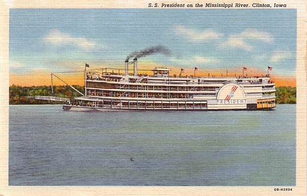 S S President on the Mississippi River at Clinton Iowa IA, 1940 Curt Teich Linen Postcard - 3188