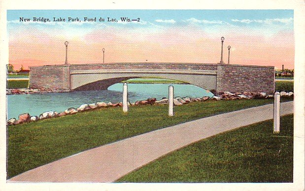 Bridge Crossing Lake Park at Fond du Lac Wisconsin WI, Vintage Postcard - 3399