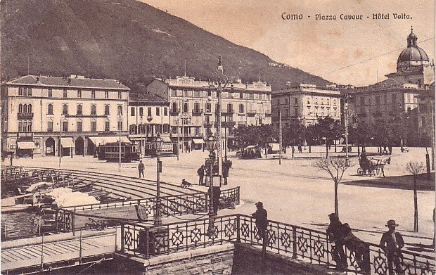 Hotel Volta and the Piazza Cavour in Como Italy, Vintage Postcard - 3584
