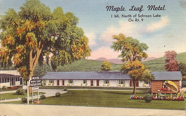 Maple Leaf Motel and Court at Schroon Lake New York NY, Linen Postcard - 3602
