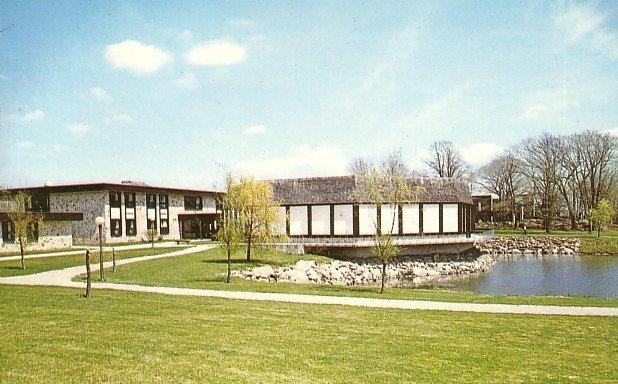 Roger Williams College in Bristol Rhode Island RI, Chrome Postcard - BTS 157