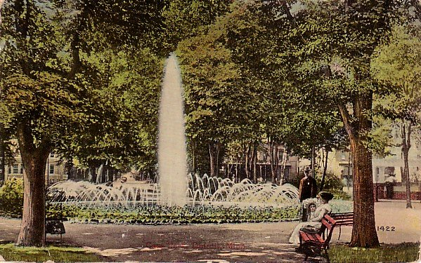 Fountain in Cass Park at Detroit Michigan MI, Vintage Postcard - 007 NJ