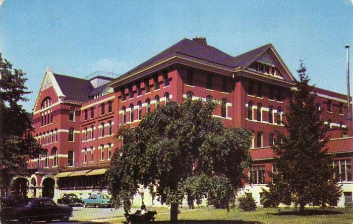 Veterans Facility Hospital in Grand Rapids Michigan MI, Chrome Postcard - 4531