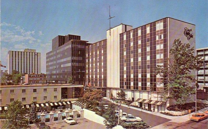 The Clayton Inn in Clayton Missouri MO Chrome Postcard - 4755