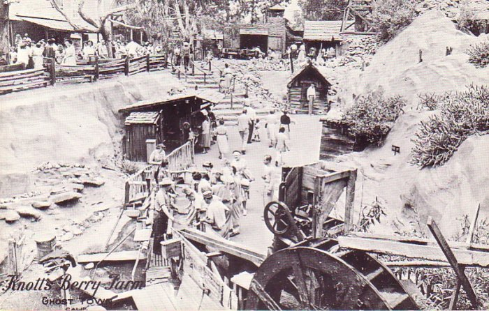 Panning for Gold at Knotts Berry Farm California CA Chrome Postcard - 4751