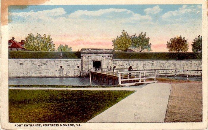 Fort Entrance Fortress Monroe Virginia VA Curt Teich Vintage Postcard - 4836