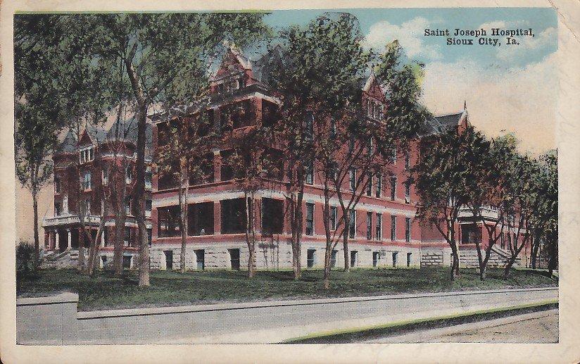 Saint Joseph Hospital in Sioux City Iowa IA, 1920 Vintage Postcard - 5380