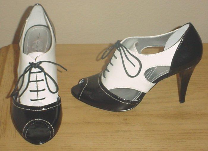 NIB $190 TAHARI SPECTATOR OXFORD PUMPS Cheri Shoes Peep-Toe  Heels 7.5 BLACK / WHITE