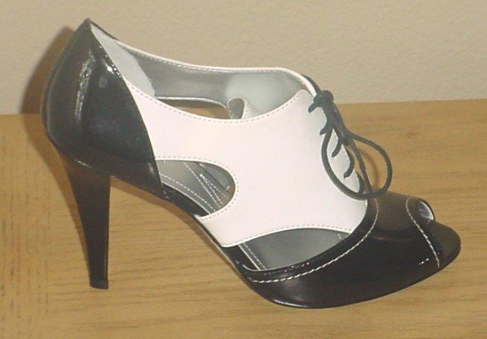 NIB $190 TAHARI SPECTATOR OXFORD PUMPS Cheri Shoes Peep-Toe  Heels 7 M BLACK / WHITE