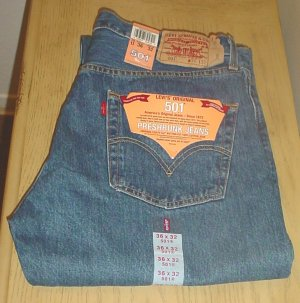 Mens LEVI'S 501 JEANS Classic 5 Pocket Button Fly 36x32 MEDIUM RINSE DENIM