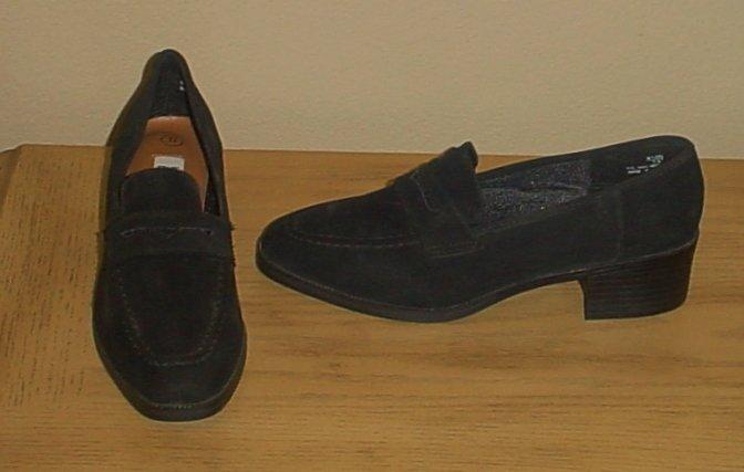 NIB Ladies LOAFER SHOES Slip On Stacked Heels 7.5M BLACK Suede
