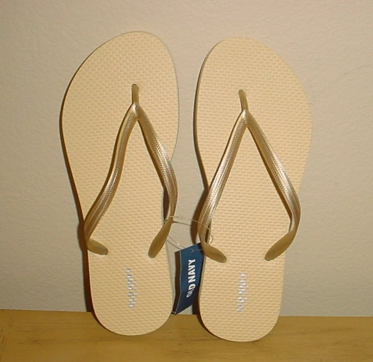 NEW Ladies FLIP FLOPS Old Navy Metallic Sandals 10M (40) GOLD Shoes