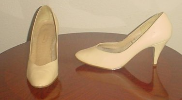 Ladies PUMPS Reflections Stiletto Heels SIZE 7.5 NUDE LEATHER Shoes