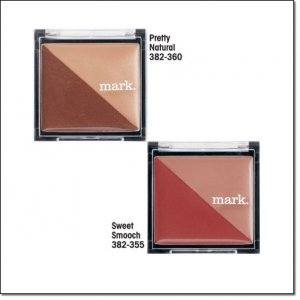 Avon mark Lip Gloss Triangle Double Lipgloss Compact Sweet Smooch