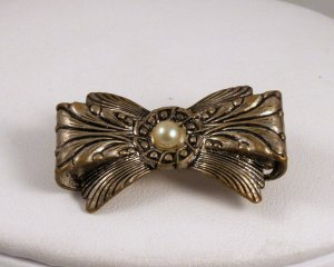 VINTAGE PIN BROOCH Old Ornate Figural Bow Imitation Pearl Cabochon Engraved