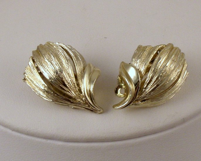 VINTAGE EARRINGS Lisner Golden Tulip Flowers Clips Signed