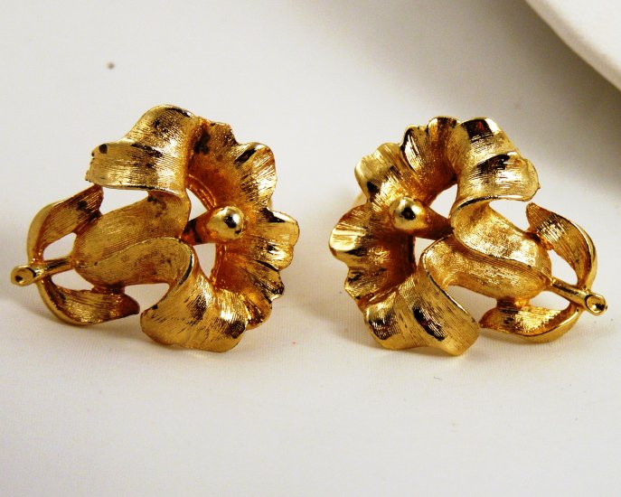 VINTAGE EARRINGS Golden Daffodil Iris Flower Spring Clips