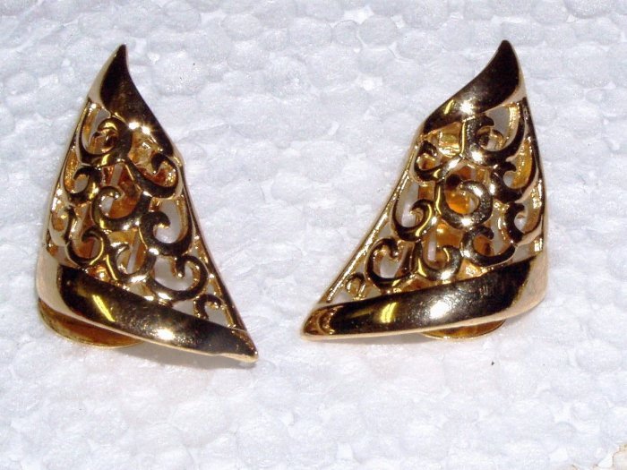 VINTAGE EARRINGS Golden Filigree Triangle Scroll work