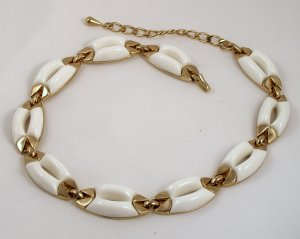 VINTAGE NECKLACE Monet White Thermo Plastic Choker Mod
