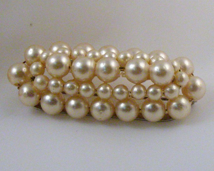 VINTAGE PIN BROOCH Rows of Imitation Pearls Domed Bar Pin Oval NICE