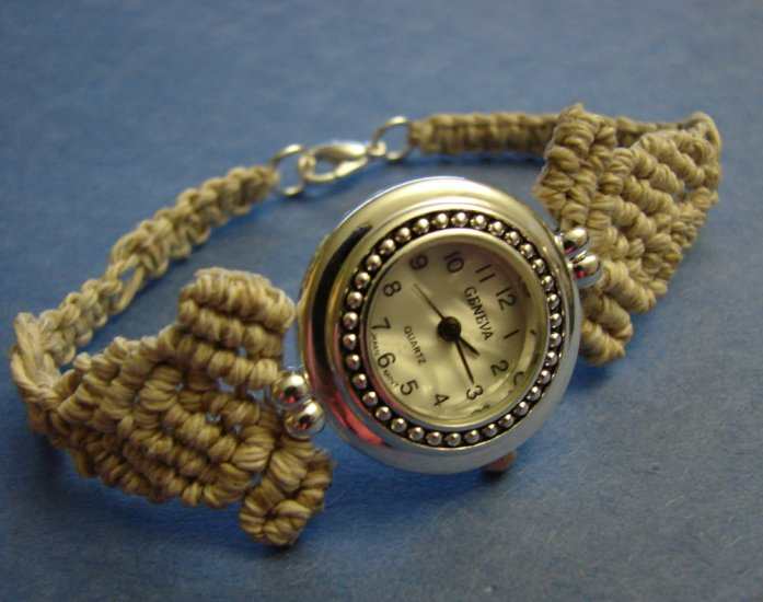 Natural woman macrame hemp bracelet round  Geneva watches